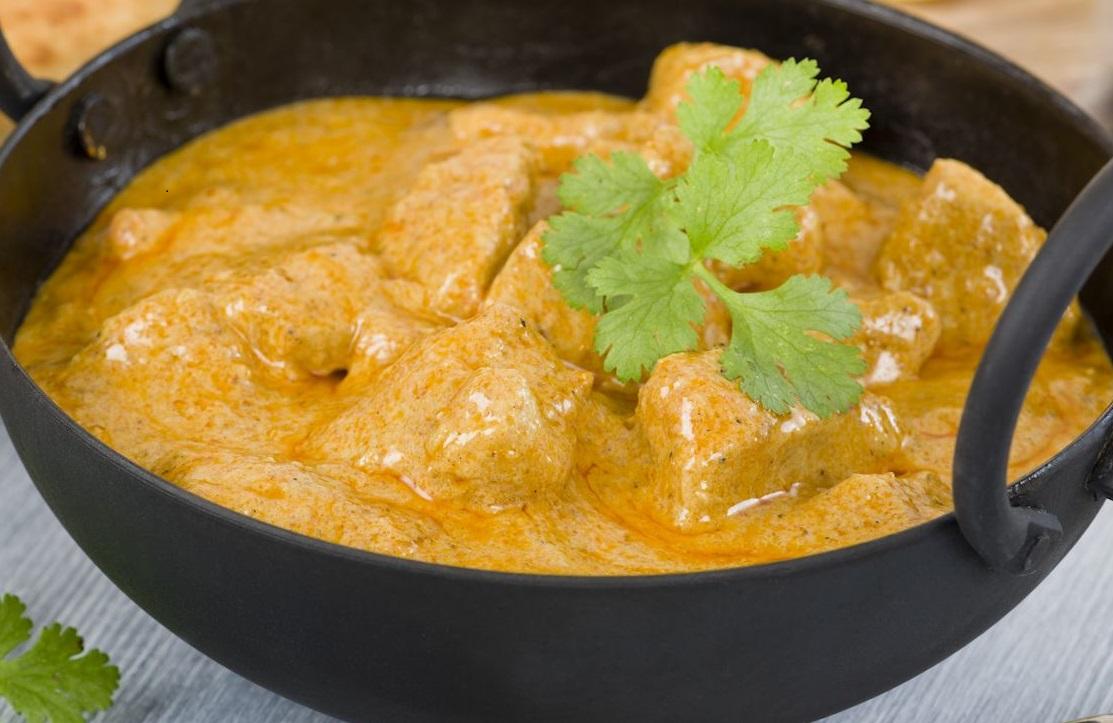 Reis Mit Hähnchen Und Curry